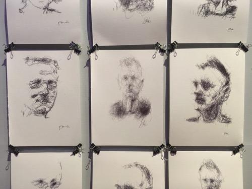 Portraits von mir von einem Roboter gezeichnet
